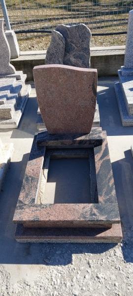 Aurora India nyitott gránit urna sírkő, keretborítással, borított járdával, fazonos emlékkel.AKCIÓS SÍRKŐ