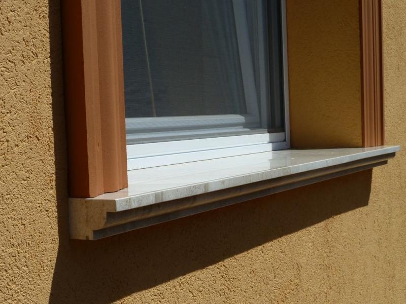 Elegáns mészkő ablakpárkány