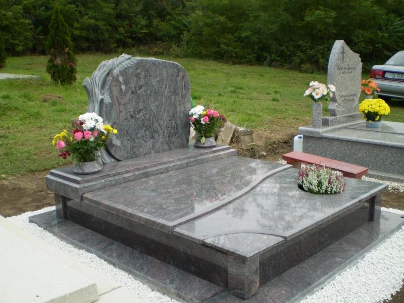 Paradiso dupla gránit sírkő, faragott emlékkel, osztott