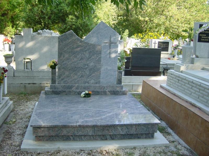 Kinava dupla gránit sírkő, kettős emlékkel, egybe fedlappal