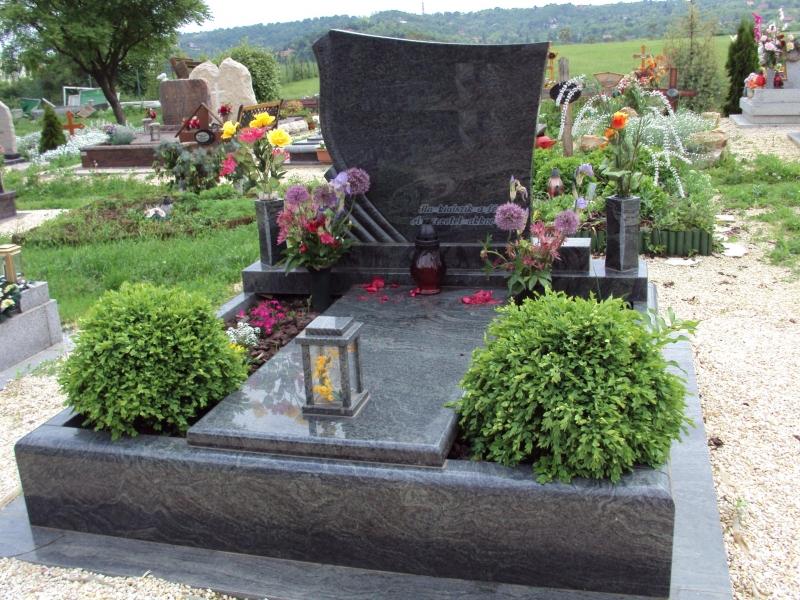 Vizag Blue gránit dupla sírkő két oldali ültetőrésszel, fedlapon mécsestartóval