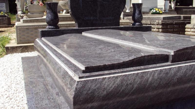 Vizag Blue gránit dupla sírkő, exkluzív dongás kerettel