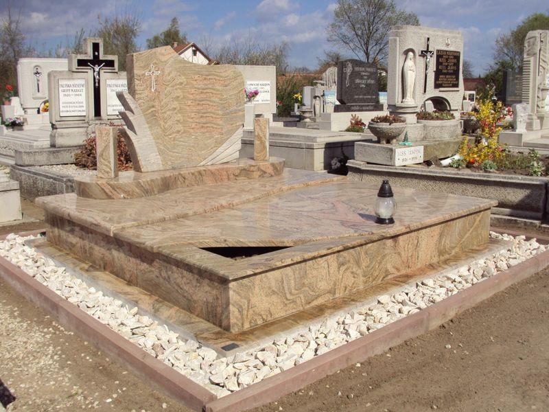Juparana Columbo Gold dupla gránit sírkő, pálmafás emlékkel, íves lépcsővel, osztott hullám fedlappal, fedlapján kis nyitott ültetőrésszel