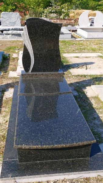 Verde Bahia elegáns, gránit szimpla síremlék,borított járdával, fazonos emlékkel, 5-3-as befedéssel.  AKCIÓS SÍRKŐ