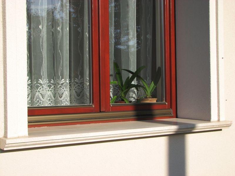 Brecchia Sarda mészkő tagozatos ablakpárkány