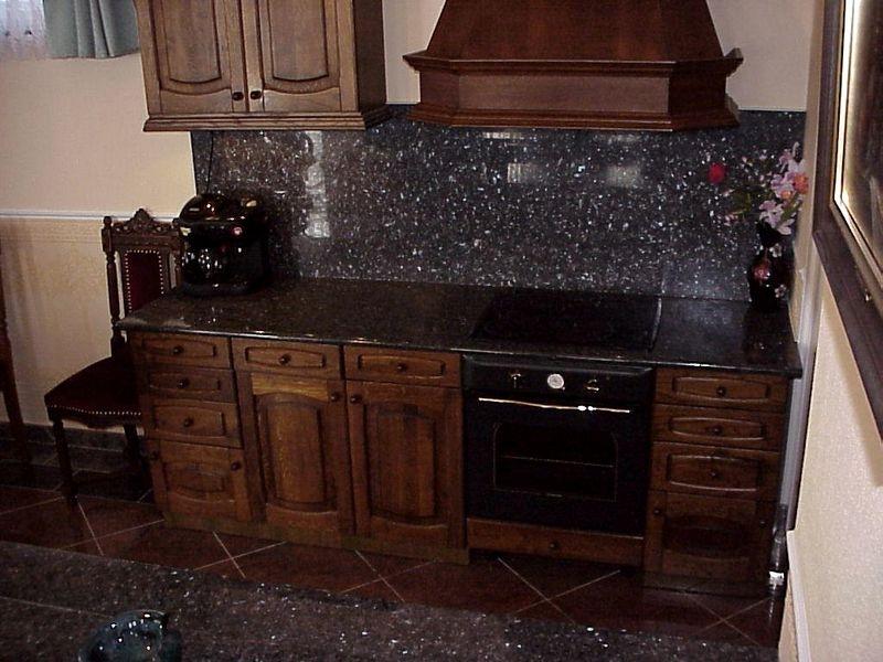 Labrador Emerald Pearl gránit konyhapult és hátfal