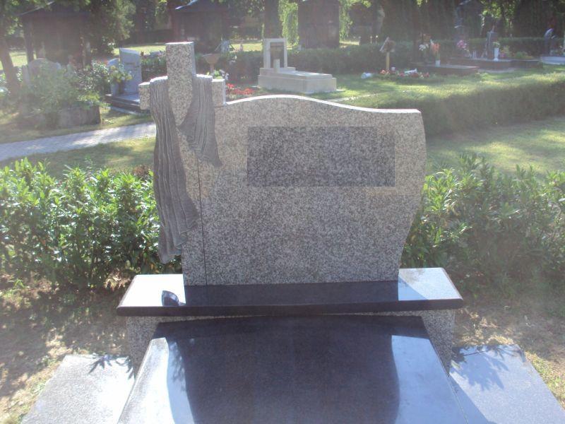 Bianco Tarn / Nero Impala gránit kripta felépítmény faragott leples emlékrésze