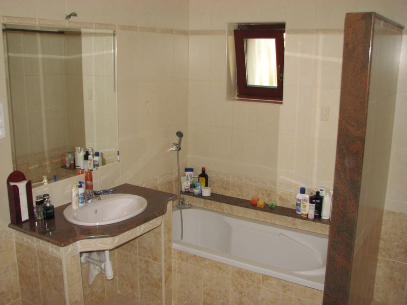 Multicolor gránit mosdópult és térelválasztó