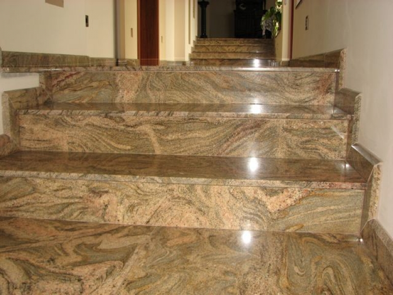 Juparana Colombo Gold gránit beltéri lépcső burkolat és szegély