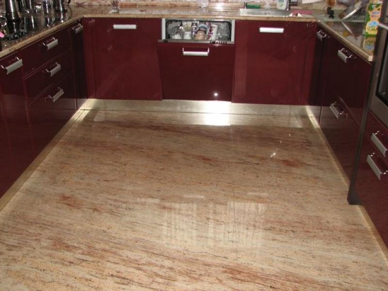 Ivory Shivakashi gránit padló burkolat, ahol a burkoló lapok a mintázat futása érdekében két nagy táblából lettek összevágva