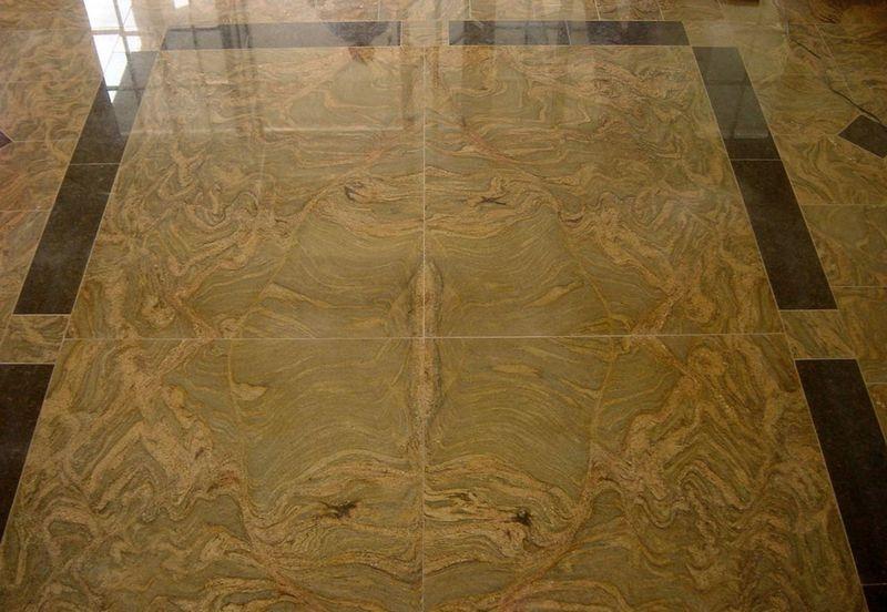 Saját mérnökünk által tervezett Juparana Columbo Gold gránit padlóburkolat Tan Brown gránit bordűrrel, mely a nappali közepén 160x220 cm-es táblákkal burkolt