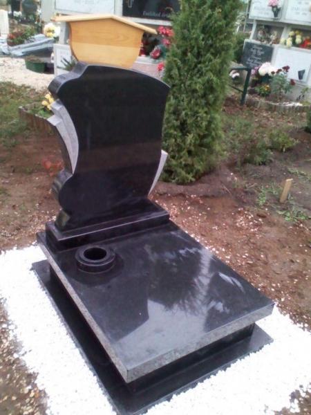 Nero Zimbabwer gránit urna sírkő fedlapján süllyesztett vázakarikával