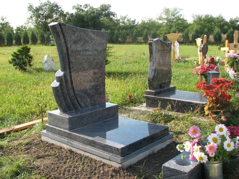 Vizag Blue gránit urna sírkő, keret nélkül, ültetett fedlappal