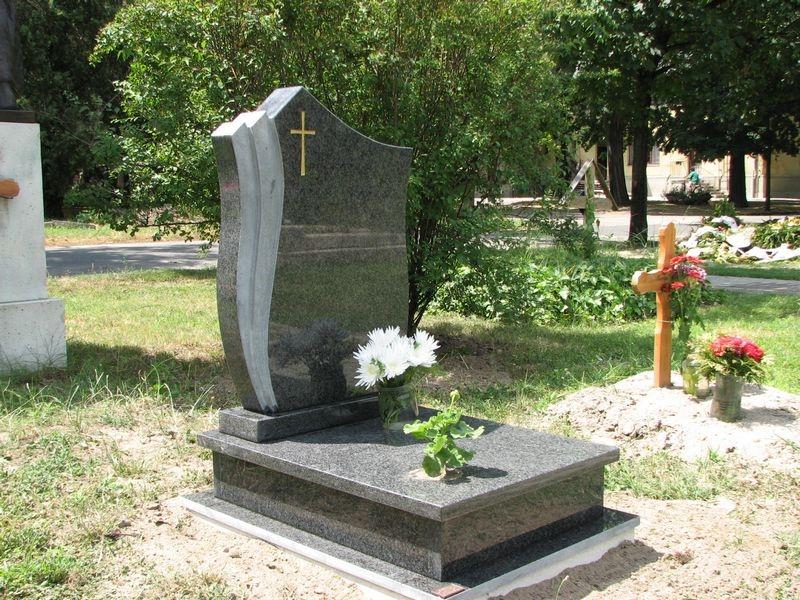 Nero Impala gránit urna sírkő tulipános emlékkel