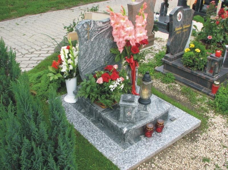 Verde Marina gránit urna sírkő harangvirág emlékkel