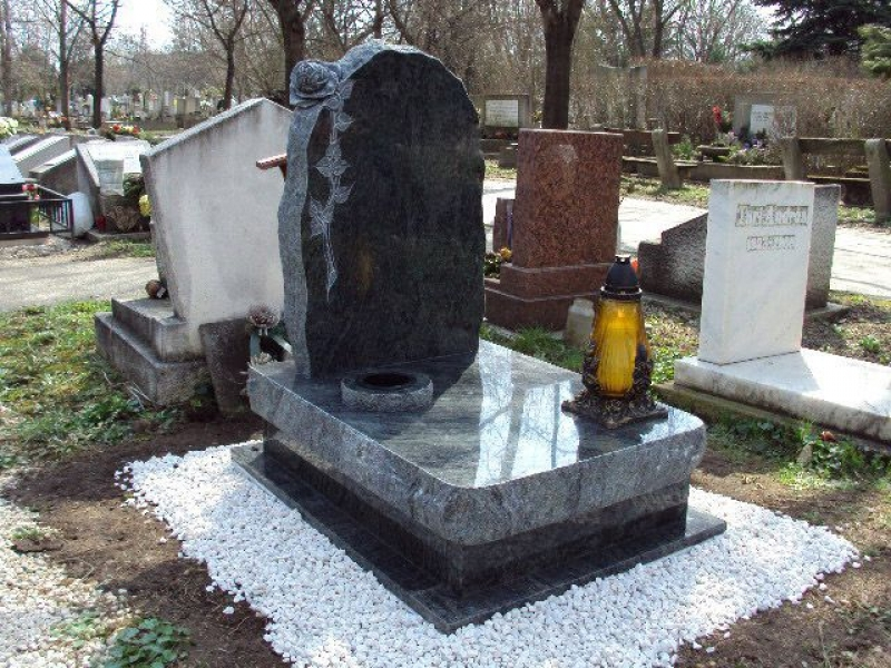 Verde San Fransisco gránit urna sírkő sprengelt emlékrész faragott rózsával és süllyesztett vázával