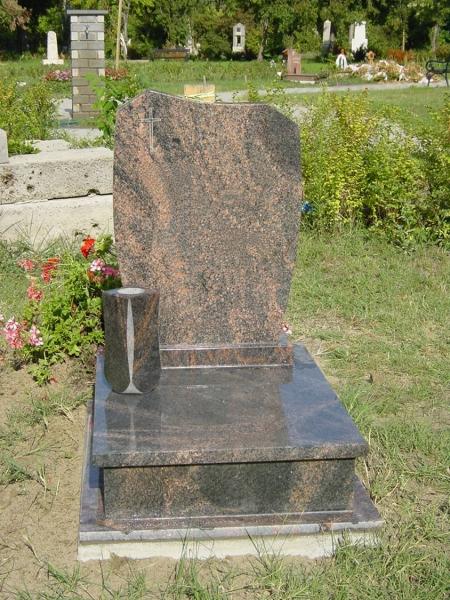 Aurora India fedett gránit urna sírkő, hagyományos vázával