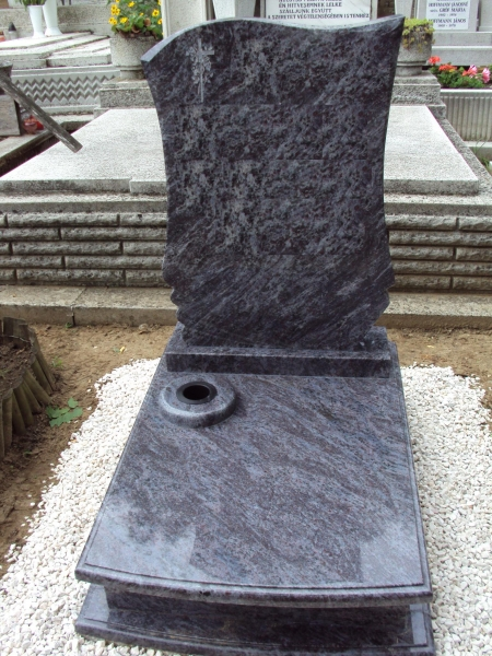 Vizag Blue gránit urna síremlék, íves elejű fedlappal, vázakarikával, fózolt zászlós fazonú emlékkel