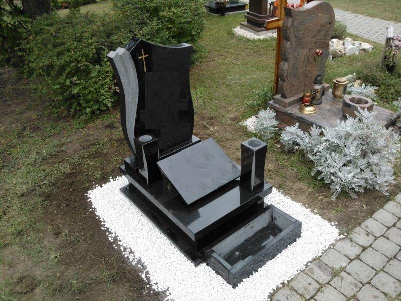 Nero Zimbabwe gránit urna sírkő tulipános fazonú emlékkel, fedlapján vázákkal és laptartóval, és ültetőládával
