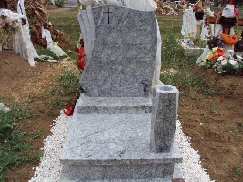 Viscont White gránit urna sírkő vázával