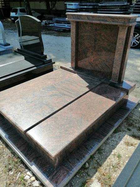 Multicolor kisdupla gránit síremlék, hagyományos hármas fedéssel, borított járdával, kapiteles emlékrésszel.AKCIÓS SÍRKŐ