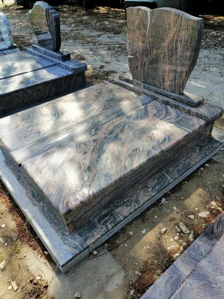 Juparana Colombo fedett kisdupla gránit sírkő, hármas fedéssel középen gömbölyített betéttel,