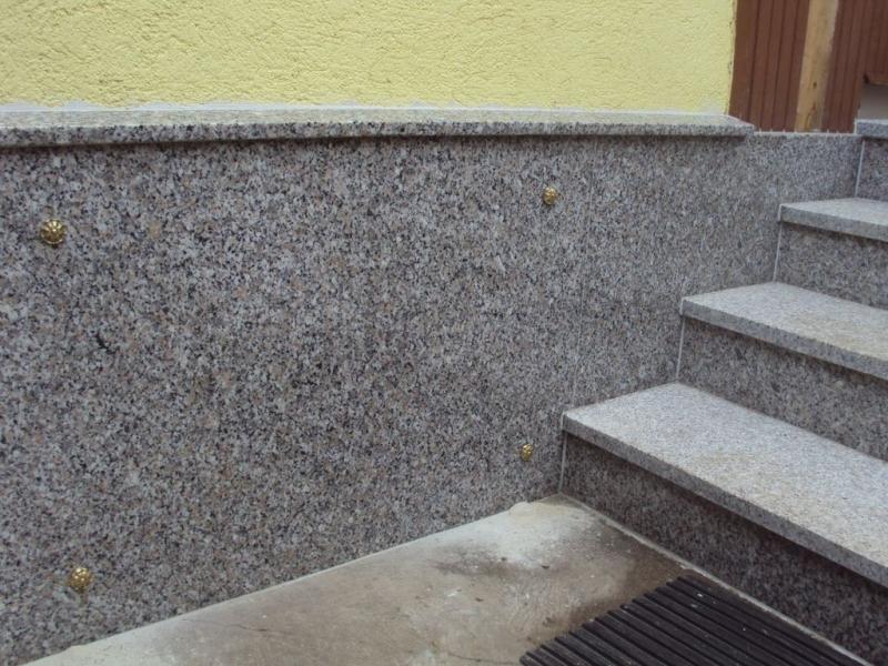 Rosa Beta gránit kültéri lépcső és lábazati burkolat