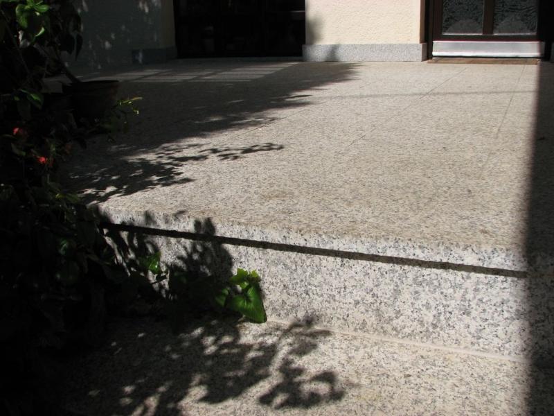 Crystal Ice lángkezelt gránit kültéri terasz burkolat