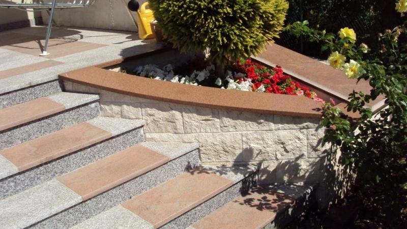 Bianco Tarn lángkezelt gránit kültéri lépcső burkolat Multicolor Red gránit szegéllyel