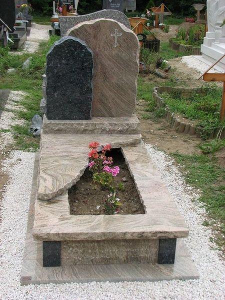 Juparana Colombo Gold/Labrador Blue Pearl szimpla gránit sírkő, dupla emlékkel, sprengelt szélekkel