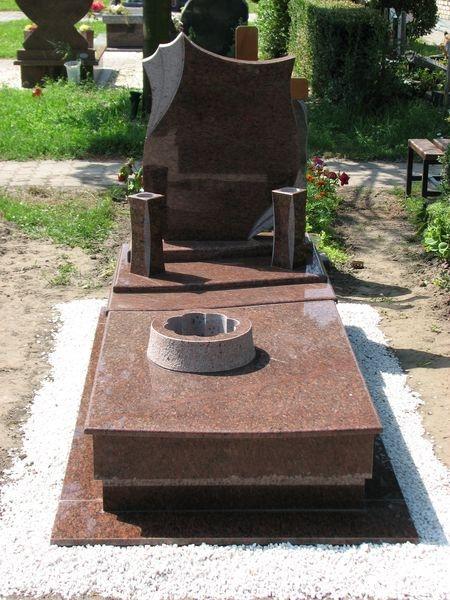 Rosso Vanga szimpla gránit sírkő,
