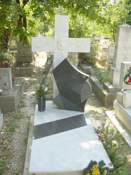 Carrarai márvány/Nero Zimbabwe gránit szimpla sírkő