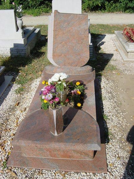 Multicolor szimpla gránit sírkő, osztott-félköríves fedlappal