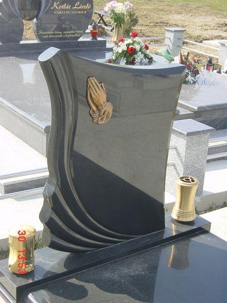 Nero Zimbabwe szimpla gránit sírkő bronz kiegészítőkkel