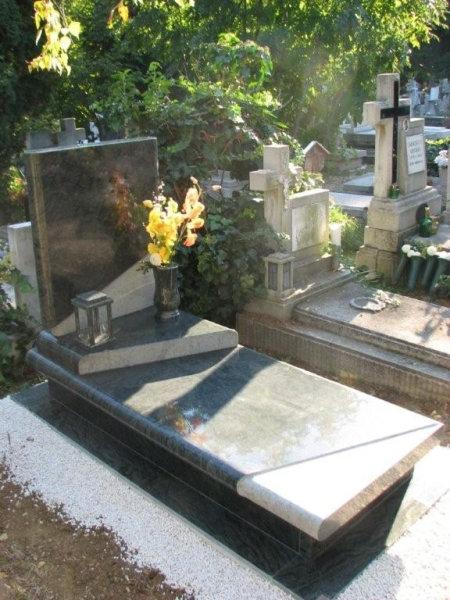 Verde San Fransisco szimpla gránit sírkő 10 cm vastag fedlappal, mart mintázattal