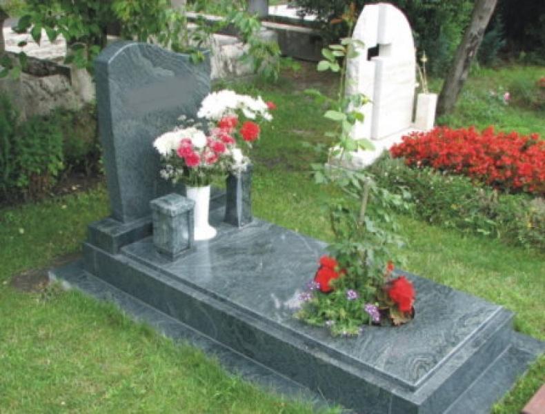 Verde San Fransisco szimpla gránit síremlék, a fedlapon ovális alakú kivágás ültetőnek