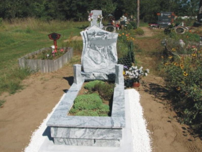 Verde Marina szimpla gránit nyitott sírkő tulipános emlékkel