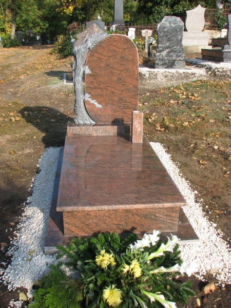 Multicolor szimpla gránit sírkő faragott fa emlékkel