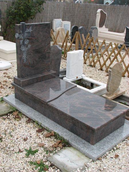 Montain Blue szimpla gránit sírkő, eltolt hullám fedlappal
