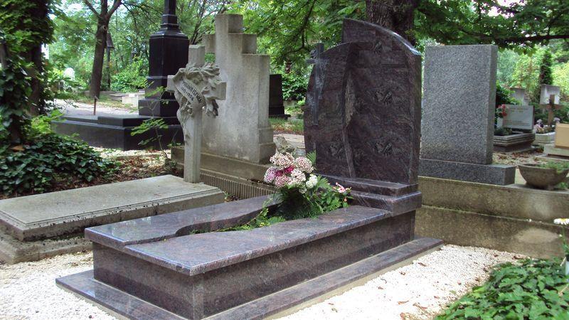Paradiso szimpla gránit sírkő, két hosszanti oldali hullámos fedlappal, középen nyitott résszel