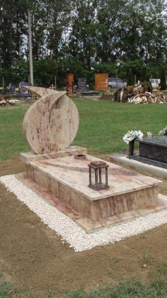 Ivory Shivakashi szimpla gránit sírkő multicolor fedlap betéttel, kettős összehajló emlékkel, vázakarikával, hagyományos mécsestartóval