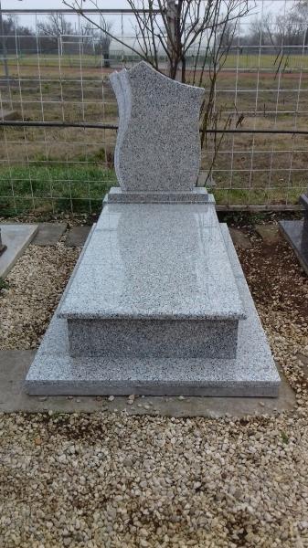 Rosa Beta szimpla fedett gránit síremlék, borított járdával